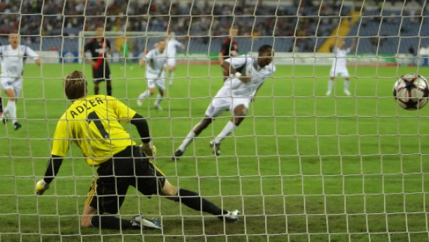 Leverkusen kommt ohne Ballack weiter