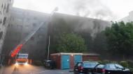 Großbrand hält Hamburg in Atem