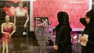 """""""Araberinnen kleiden sich superperfekt"""""""