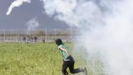 Mazedonische Polizei setzt Tränengas gegen Flüchtlinge ein