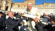 Tausende Gläubige tanzen Tango für den Papst