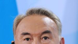 Präsident Nasarbajew zum Wahlsieger erklärt