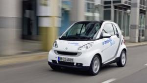 Daimler steigt bei Elektroautobauer Tesla ein