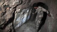Archäologische Schätze in IS-Tunneln in Mossul entdeckt