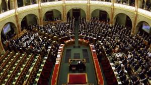 Parlament billigt neue Verfassung