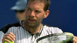 Ein Tennisverrückter schlägt sich durch