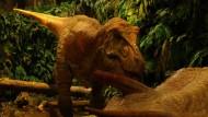 """Täuschend echt: ein animierter Tyrannosaurus im Park """"Gondwana - Das Prähistorium"""""""
