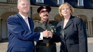 Wenn Clinton und Merkel auf Stalin treffen