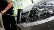 Krankgeschrieben, aber trotzdem in aller Öffentlichkeit Autos waschen? Keine gute Idee.