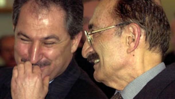 Rücktritte schwächen Ecevits Koalition