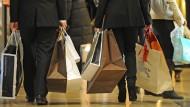Deutsche shoppen sich glücklich