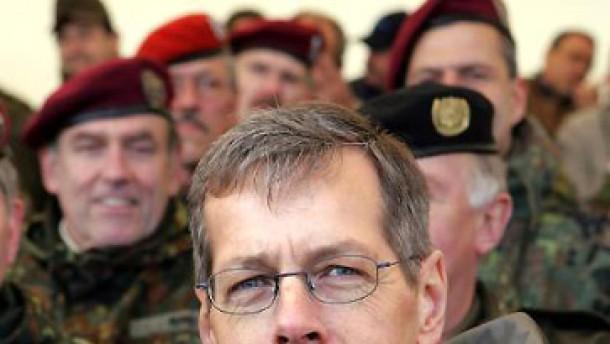 Wehrbeauftragter gegen freiwillige Wehrpflicht