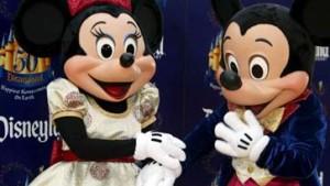 Seite an Seite mit Micky und Goofy