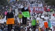 Tausende demonstrieren abermals gegen Benzinpreiserhöhungen