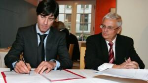 Löw bleibt bis 2010 Trainer