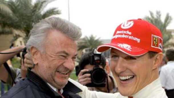 Schumacher vertagt Karriere-Entscheidung