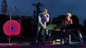 Dieser junge Deutsche spielte Klavier auf der Bühne mit Coldplay