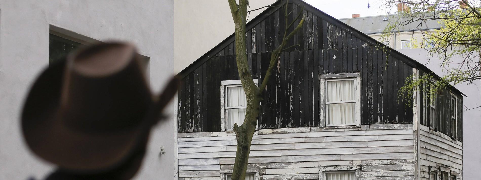 Künstler bringt Rosa Parks' Haus von Detroit nach Berlin-Wedding