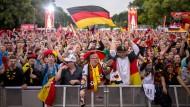 Fans feiern Deutschlands Einzug ins Achtelfinale