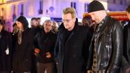 U2 gedenkt der Opfer von Paris