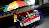 Bangkoks Straßenhändler fürchten um ihre Existenz