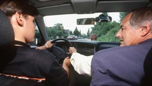 Begleitetes Fahren erhöht Sicherheit auf Straßen