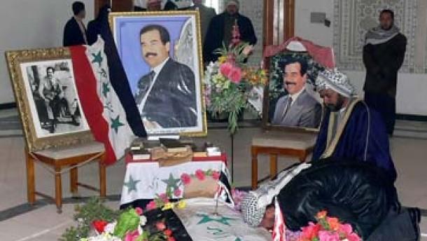 Tausende pilgerten zur Grabstätte Saddams in Udscha