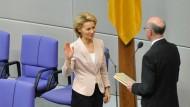"""""""Besonders gute Wünsche"""" von Norbert Lammert gingen an die künftige Verteidigungsminister Ursula von der Leyen (CDU)"""