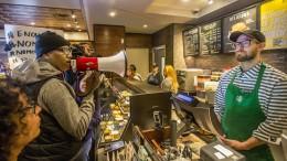 Starbucks will Mitarbeitern Rassismus abtrainieren