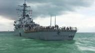 Amerikanischer Zerstörer und Tanker kollidieren vor Singapur