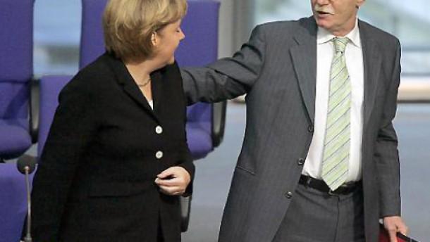 Struck greift Merkel an