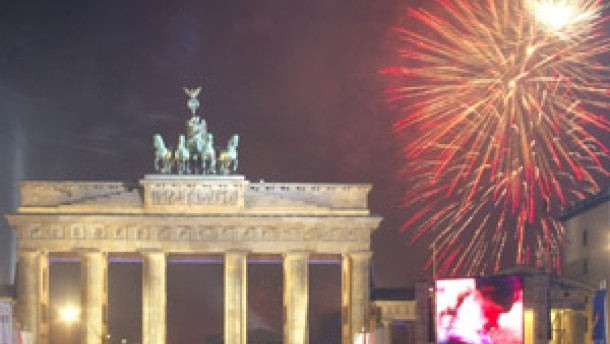 Trotz Terrorwarnungen : Millionen feiern friedlich Silvester