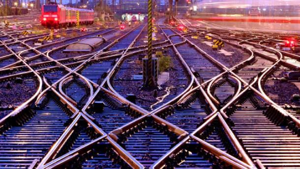 Mehr Grundgehalt für Bahn-Vorstände