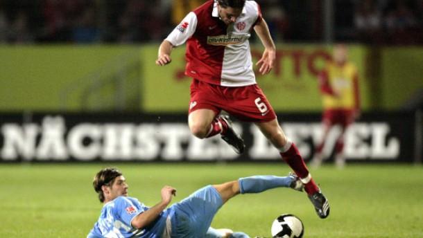 Mainz stürmt mit 5:0 gegen Wehen an die Spitze