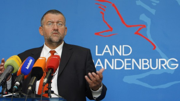 Innenminister Speer tritt zurück
