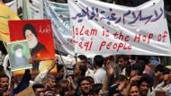 Muslime protestieren gegen die amerikanischen Besatzer