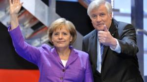 Seehofer kündigt einen Merkel-Wahlkampf an