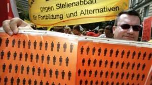 Tausend demonstrieren gegen Stellenabbau bei Commerzbank