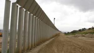 Calderon vergleicht amerikanische Sperranlage mit Berliner Mauer