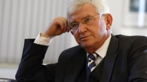 Stolpert Uhrlau über Fehler in der Kosovo-Affäre?