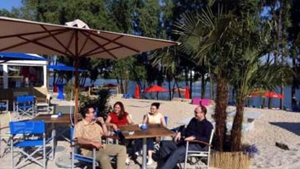 freizeit long island summer lounge auf dem parkhaus b rse frankfurt faz. Black Bedroom Furniture Sets. Home Design Ideas