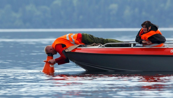 Rescue personnel continue in their search for the missing in Tyrifjord lake, just off Utoeya island