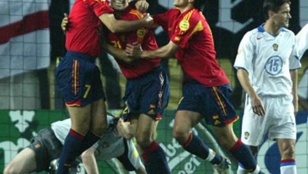 Spanien quält sich zum Sieg gegen Rußland