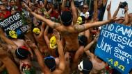 Studenten nackt gegen Korruption
