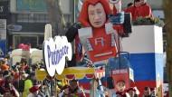 Bunte Kostüme und bissige Satire auf Karnevalsumzügen