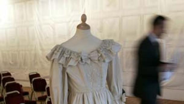 148.000 Euro für Kopie von Dianas Brautkleid