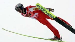 Malysz gewinnt und holt Gesamt-Weltcup