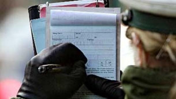 Polizisten zockten mit gefälschten Knöllchen ab