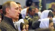 Putin und Medwedew feiern Weihnachten