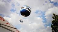Ballon mit Schulklasse aus Norwegen taumelt über Berlin